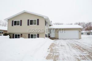 2874 WESTGATE Drive S, Fargo, ND 58103