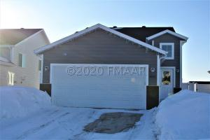 8065 GOLDFINCH Drive, Horace, ND 58047