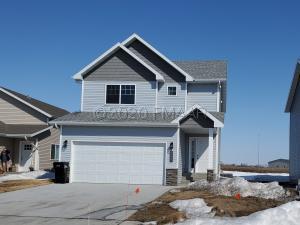 1066 HIGHLAND Lane W, West Fargo, ND 58078