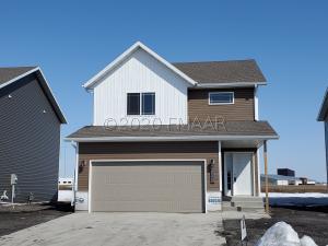 1058 HIGHLAND Lane W, West Fargo, ND 58078