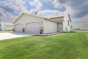 982 PARKWAY Drive, West Fargo, ND 58078