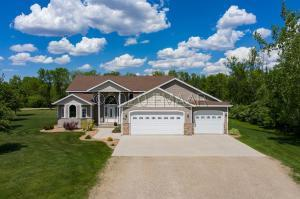 406 WOODLAND Place NW, West Fargo, ND 58078