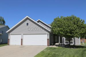1801 57 Avenue S, Fargo, ND 58104