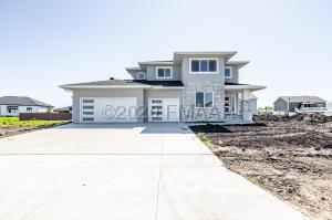 7392 EAGLE POINTE Drive S, Fargo, ND 58104