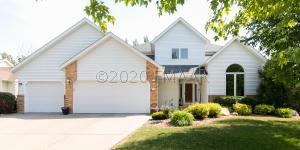 1121 SOMMERSET Place, West Fargo, ND 58078