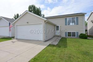 1814 56 Avenue S, Fargo, ND 58104