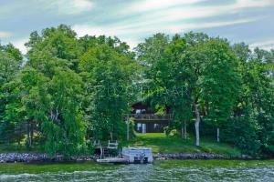 25199 MIDLAND BEACH Lane, Detroit Lakes, MN 56501