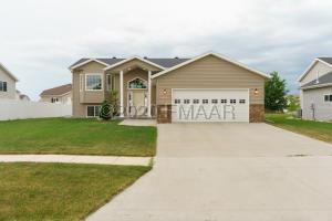 2750 UMBER Court S, Fargo, ND 58104