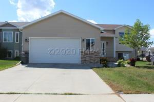 3101 27TH Street S, Moorhead, MN 56560