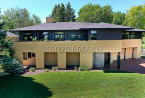 3012 E ELMWOOD Drive, Grand Forks, ND 58201
