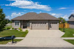 600 HAMPTON Drive E, Moorhead, MN 56560