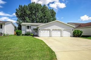 Vinyl Siding; Landscaped; 3-Stall Attached Heated Garage