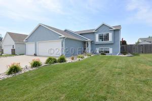 1708 HUNTINGTON Drive, West Fargo, ND 58078