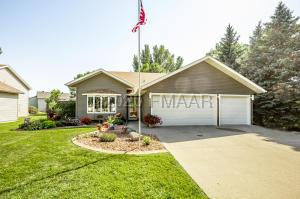 1021 SOMMERSET Drive, West Fargo, ND 58078