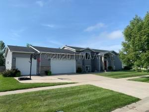 507 COTTONWOOD Drive, Casselton, ND 58012