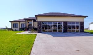 1037 WILDFLOWER Lane W, West Fargo, ND 58078