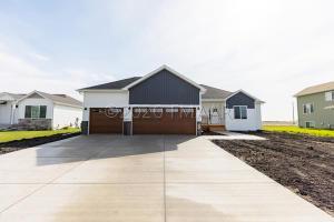 1504 75 Avenue S, Fargo, ND 58104