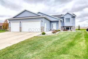 3320 5TH Avenue N, Moorhead, MN 56560