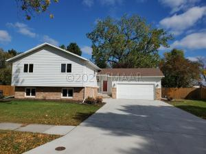 2237 N FLICKERTAIL Drive S, Fargo, ND 58103