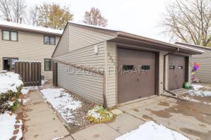 3231 CHERRY Lane N, Fargo, ND 58102