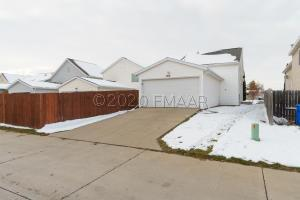 1910 57 Avenue S, Fargo, ND 58104