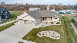 2320 RIVERS BEND Drive E, West Fargo, ND 58078