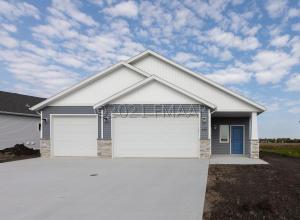 430 HAMPTON Drive W, Moorhead, MN 56560