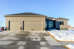 4241 54 Avenue S, Fargo, ND 58104