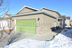 5441 49 Avenue S, Fargo, ND 58104