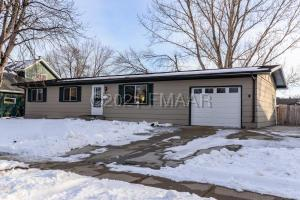 1820 31 Avenue S, Fargo, ND 58103