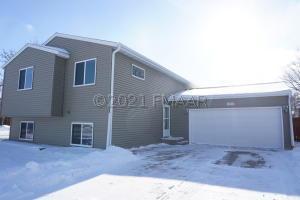 1502 28 1/2 Avenue S, Fargo, ND 58103