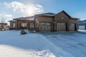 551 LIZZIE Place E, West Fargo, ND 58078