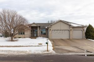 2532 PARKVIEW Drive S, Fargo, ND 58103