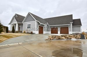 4256 CLUBHOUSE Drive S, Fargo, ND 58104