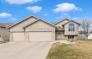 3427 43 Avenue S, Fargo, ND 58104