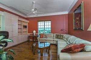 Guest Room 2 / Den