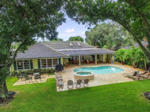 12 Carrick Road, Palm Beach Gardens, FL 33418
