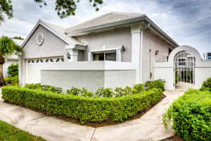 40 Dorchester Circle, Palm Beach Gardens, FL 33418