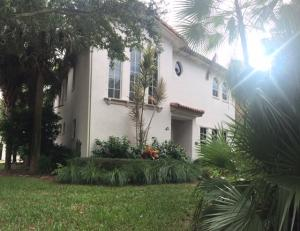 42 Stoney Drive, Palm Beach Gardens, FL 33410
