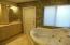 Master bath w/Roman tub