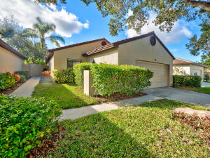 52 Ironwood Way N, Palm Beach Gardens, FL 33418