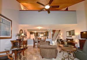 216 Old Meadow Way, Palm Beach Gardens, FL 33418