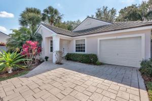 1 Admirals Court, Palm Beach Gardens, FL 33418