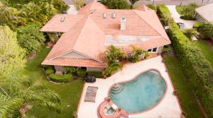 2 Carrick Road, Palm Beach Gardens, FL 33418