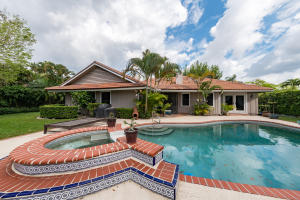 2 Carrick Road, Palm Beach Gardens, FL 33418