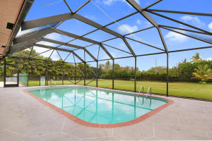 Screen Enclosed Large Pool in culdesac on 1.15 acres!
