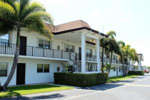 3075 Gardens East Drive, 24, Palm Beach Gardens, FL 33410