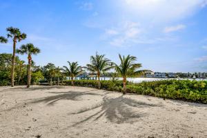 512 S Beach Rd Jupiter Island-large-023-