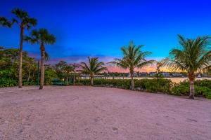 512 S Beach Rd Jupiter Island-large-026-