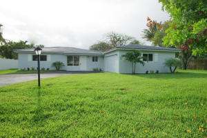 52 Pinetree Place, Tequesta, FL 33469
